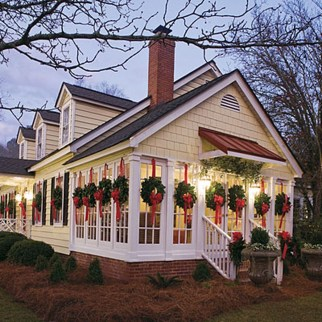 37 Totally Adorable Traditional Christmas Decoration Ideas 03