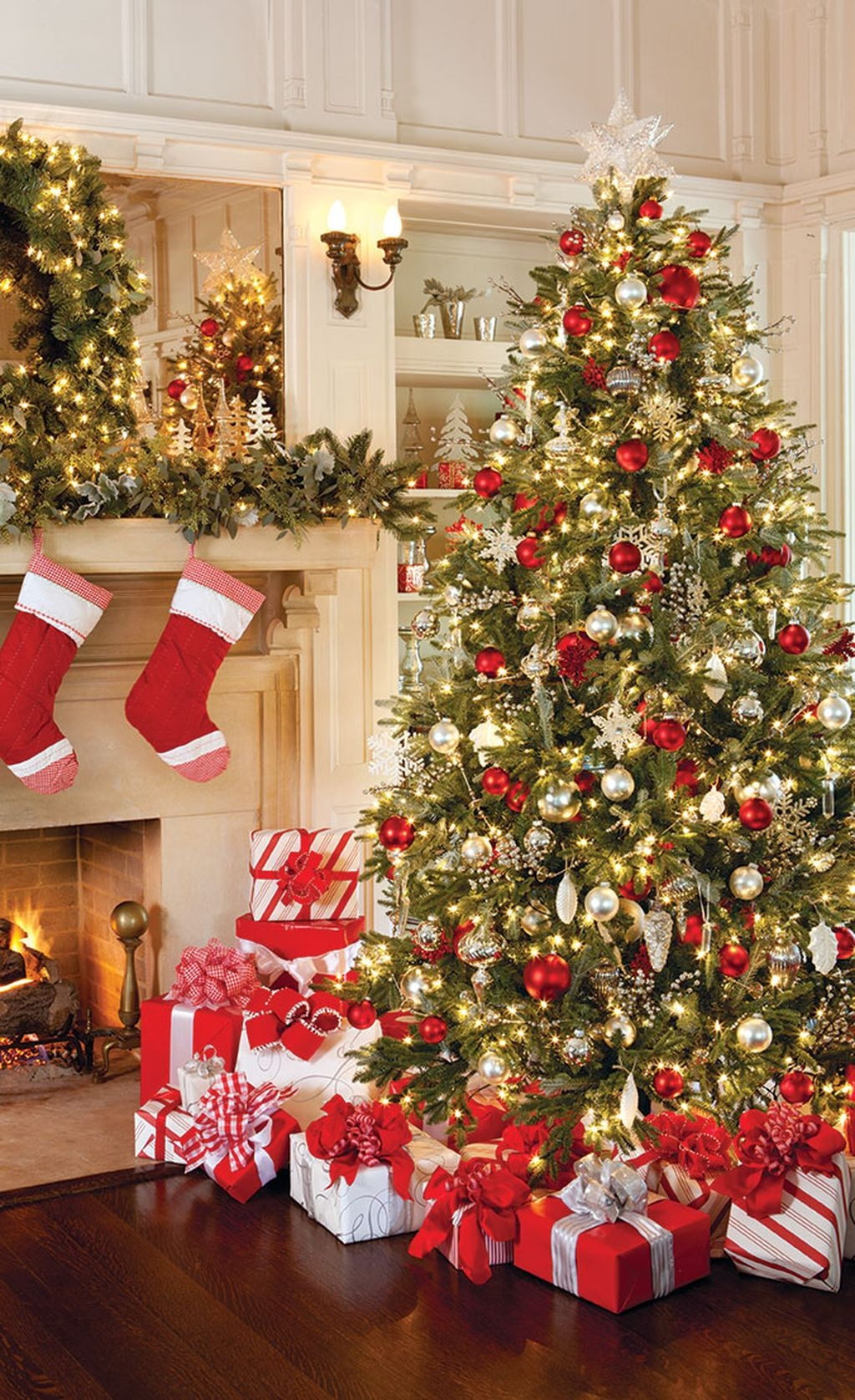 37 Totally Adorable Traditional Christmas Decoration Ideas 05
