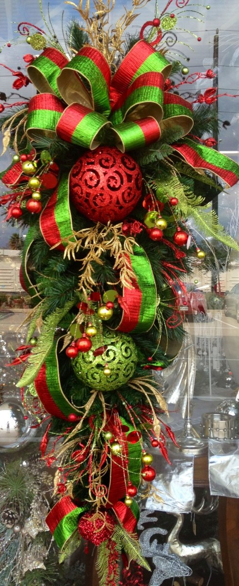 37 Totally Adorable Traditional Christmas Decoration Ideas 07