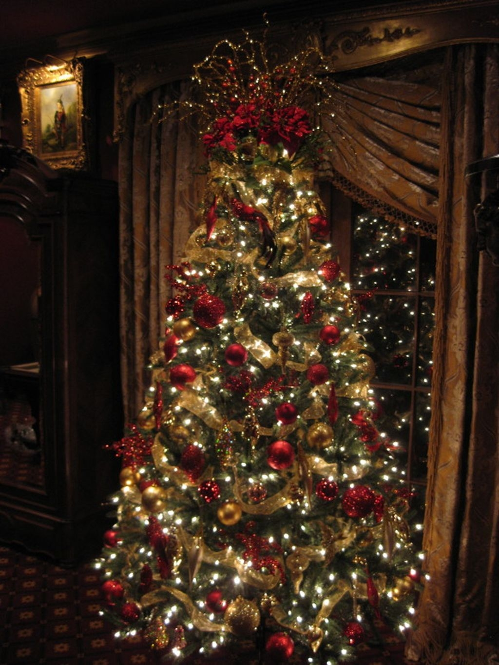 37 Totally Adorable Traditional Christmas Decoration Ideas 13