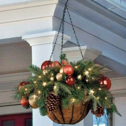 37 Totally Adorable Traditional Christmas Decoration Ideas 25