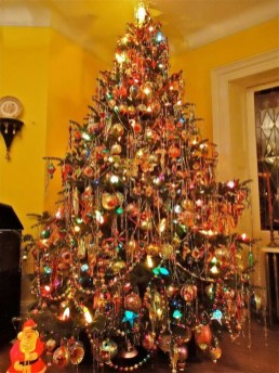 37 Totally Beautiful Vintage Christmas Tree Decoration Ideas 05