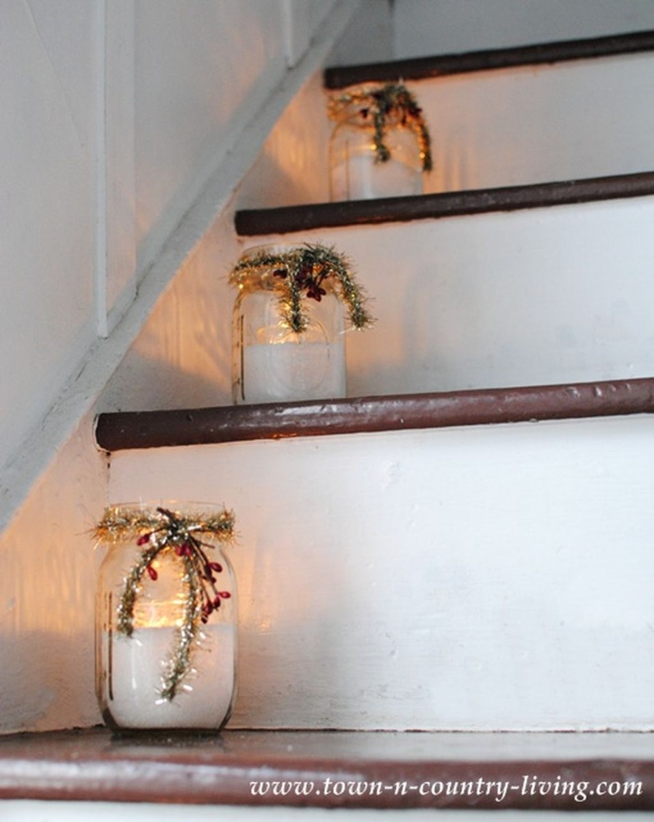 38 Cool And Fun Christmas Stairs Decoration Ideas 01