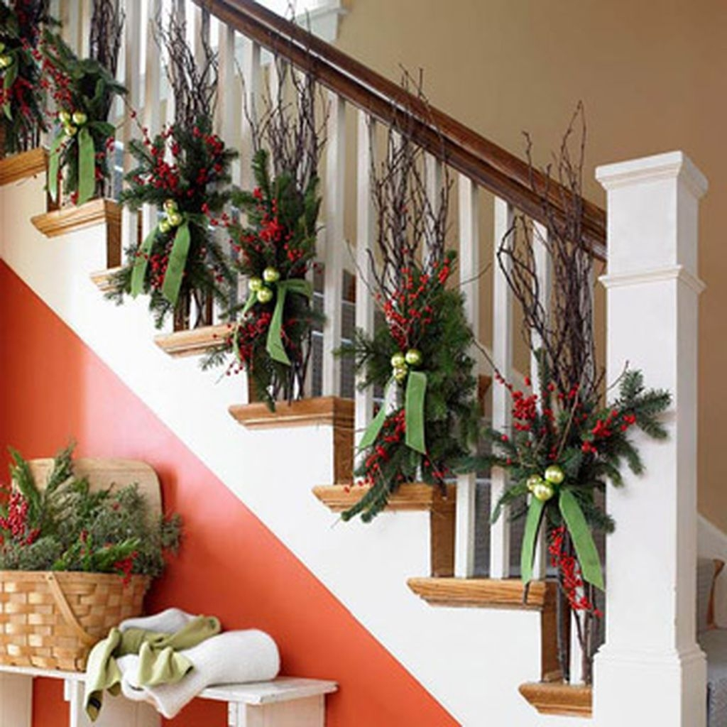 38 Cool And Fun Christmas Stairs Decoration Ideas 15