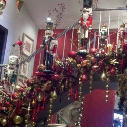 38 Cool And Fun Christmas Stairs Decoration Ideas 23