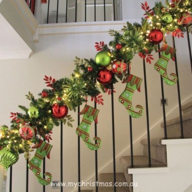 38 Cool And Fun Christmas Stairs Decoration Ideas 25
