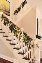 38 Cool And Fun Christmas Stairs Decoration Ideas 33