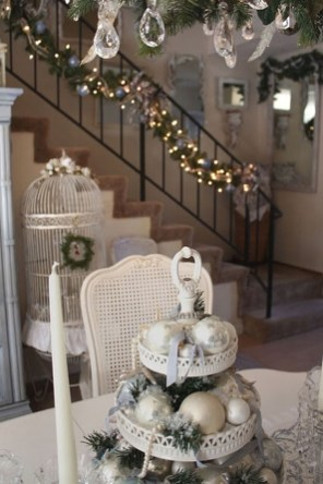38 Cool And Fun Christmas Stairs Decoration Ideas 37