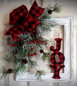 38 Stunning Christmas Front Door Decoration Ideas 10