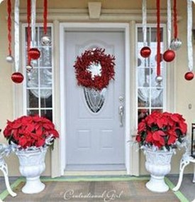 38 Stunning Christmas Front Door Decoration Ideas 12