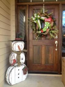 38 Stunning Christmas Front Door Decoration Ideas 13