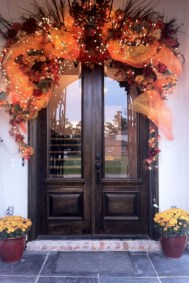 38 Stunning Christmas Front Door Decoration Ideas 14