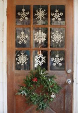 38 Stunning Christmas Front Door Decoration Ideas 16