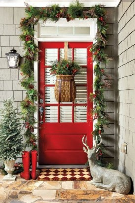38 Stunning Christmas Front Door Decoration Ideas 18