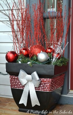 38 Stunning Christmas Front Door Decoration Ideas 27
