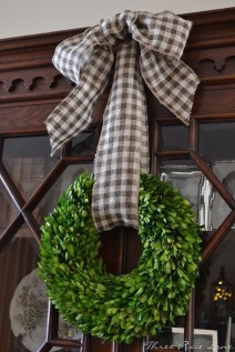 38 Stunning Christmas Front Door Decoration Ideas 28