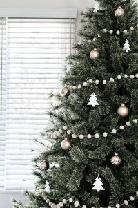 40 Awesome Scandinavian Christmas Decoration Ideas 18