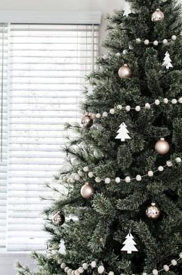 40 Awesome Scandinavian Christmas Decoration Ideas 18