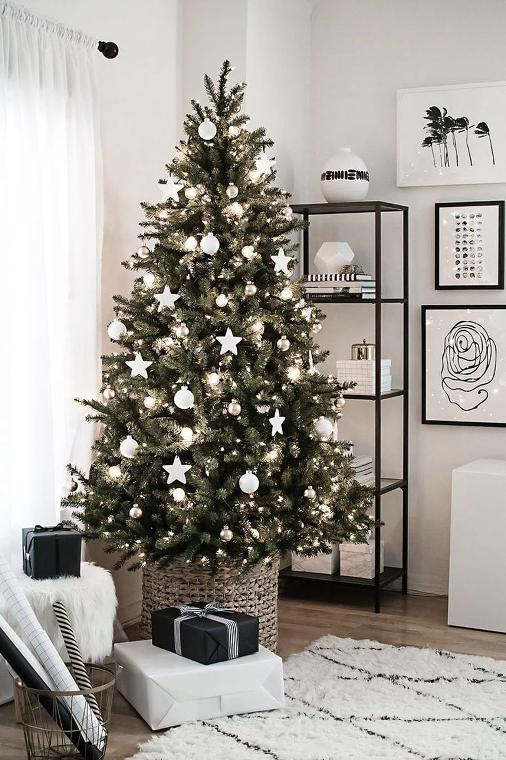 40 Ezciting Silver And White Christmas Tree Decoration Ideas 10