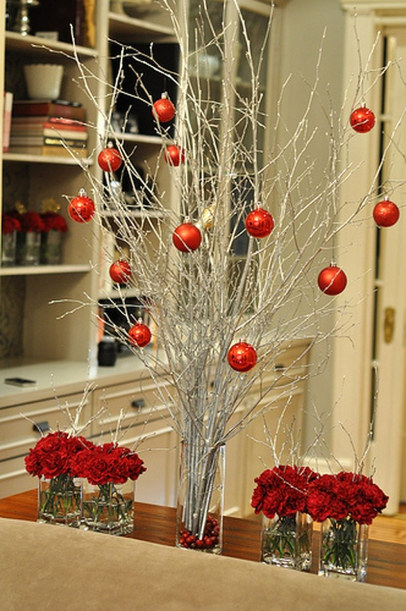 40 Ezciting Silver And White Christmas Tree Decoration Ideas 13