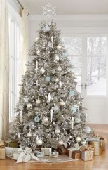 40 Ezciting Silver And White Christmas Tree Decoration Ideas 36