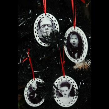 Amazing Gothic Christmas Decoration Ideas To Show Your Holiday Spirit 05