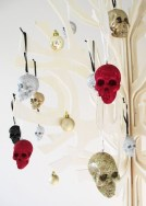 Amazing Gothic Christmas Decoration Ideas To Show Your Holiday Spirit 12