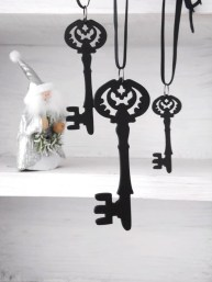 Amazing Gothic Christmas Decoration Ideas To Show Your Holiday Spirit 21