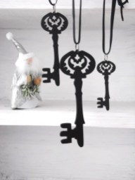 Amazing Gothic Christmas Decoration Ideas To Show Your Holiday Spirit 21