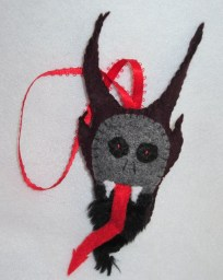Amazing Gothic Christmas Decoration Ideas To Show Your Holiday Spirit 22