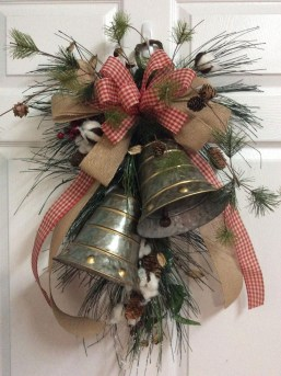 Beautiful Rustic Outdoor Christmas Decoration Ideas 03