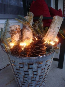 Beautiful Rustic Outdoor Christmas Decoration Ideas 06