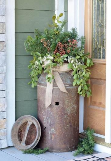 Beautiful Rustic Outdoor Christmas Decoration Ideas 26