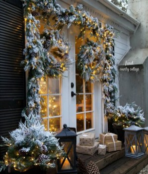 Beautiful Rustic Outdoor Christmas Decoration Ideas 34