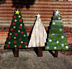 Beautiful Rustic Outdoor Christmas Decoration Ideas 38