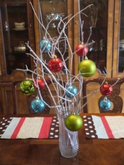 Brilliant DIY Christmas Centerpieces Ideas You Should Try 40