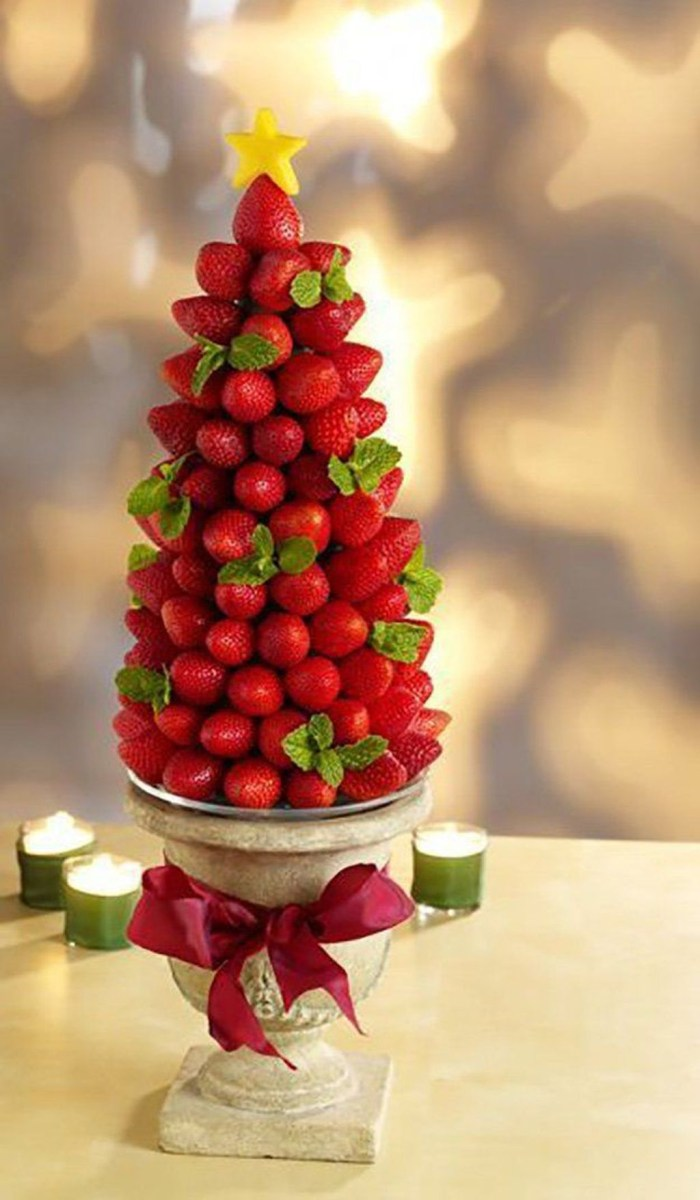 Cheap And Easy Christmas Centerpieces Ideas 34