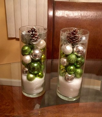 Cheap And Easy Christmas Centerpieces Ideas 40