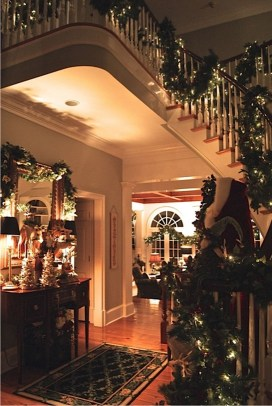 Cozy Christmas House Decoration 06