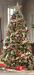 Cute And Colorful Christmas Tree Decoration Ideas To Freshen Up Your Home 01