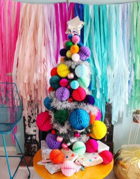 Cute And Colorful Christmas Tree Decoration Ideas To Freshen Up Your Home 02