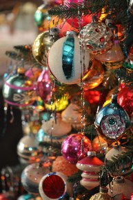 Cute And Colorful Christmas Tree Decoration Ideas To Freshen Up Your Home 14