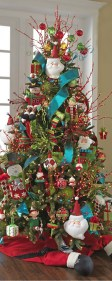 Cute And Colorful Christmas Tree Decoration Ideas To Freshen Up Your Home 30