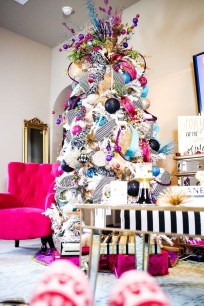 Cute And Colorful Christmas Tree Decoration Ideas To Freshen Up Your Home 31