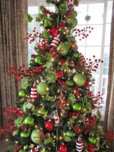 Cute And Colorful Christmas Tree Decoration Ideas To Freshen Up Your Home 33