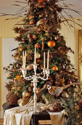 Cute And Colorful Christmas Tree Decoration Ideas To Freshen Up Your Home 36
