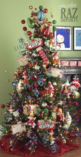 Cute And Colorful Christmas Tree Decoration Ideas To Freshen Up Your Home 40