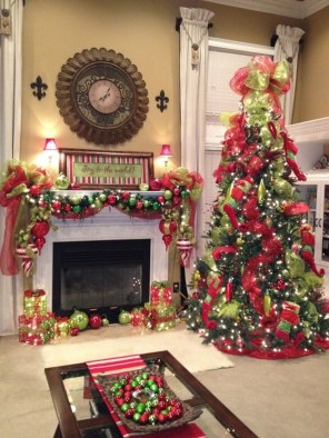 Cute And Colorful Christmas Tree Decoration Ideas To Freshen Up Your Home 45
