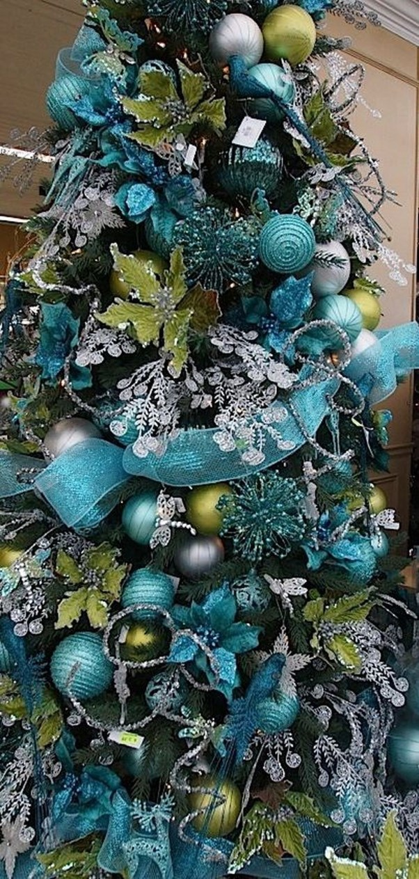 Cute And Colorful Christmas Tree Decoration Ideas To Freshen Up Your Home 46