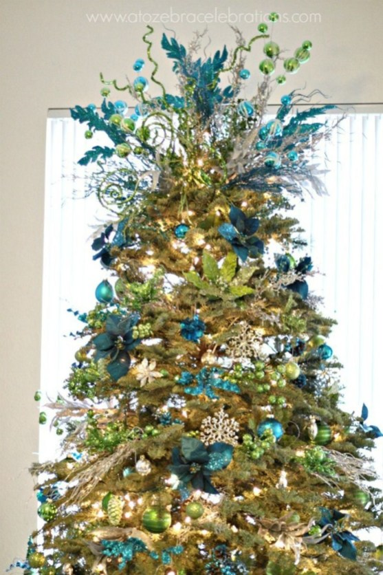 Cute And Colorful Christmas Tree Decoration Ideas To Freshen Up Your Home 49